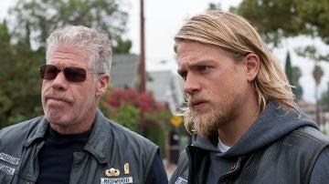Los protagonistas de 'Sons of Anarchy', Ron Perlman y Charlie Hunnam