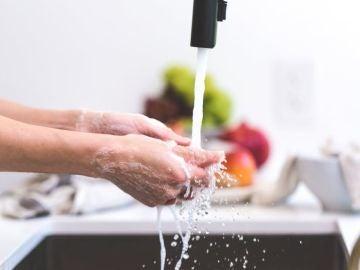 Un presentador de la Fox confiesa no haberse lavado las manos en los últimos diez años