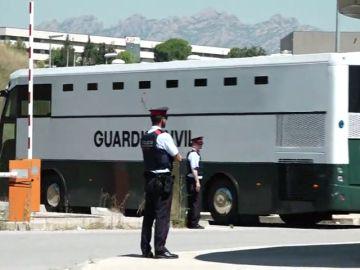 Junqueras, Romeva y 'los Jordis' llegan a la cárcel de Brians 2 desde donde serán trasladados a Lledoners
