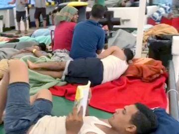 Imagen de vídeo facilitada por Open Arms de algunos de los 60 inmigrantes