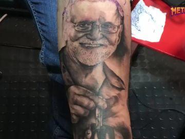 El tatuaje de Rajoy que un joven se ha hecho en el antebrazo