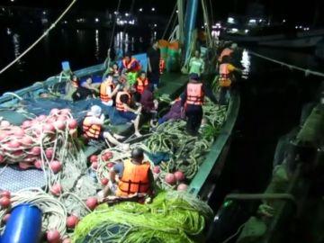 Al menos 49 personas desaparecidas y 89 han sido rescatadas en dos naufragios en Tailandia