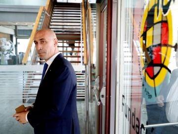 Luis Rubiales, a su llegada a la reunión entre Barcelona y Sevilla