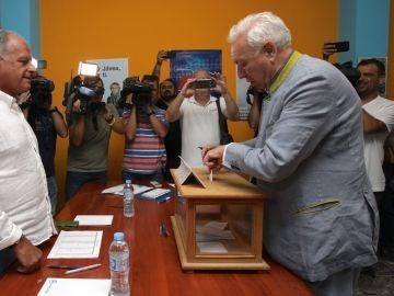 Margallo votando