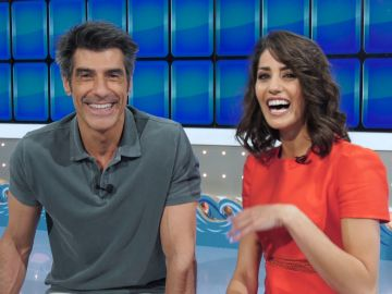 Jorge Fernández y Laura Moure nos enseñan todos los secretos del plató de verano de 'La ruleta de la suerte'