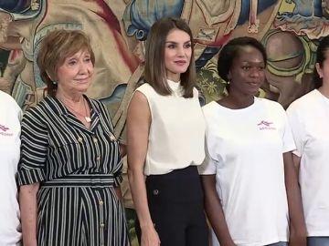 La reina recibe a las asociación que lucha por la reinserción de las prostitutas