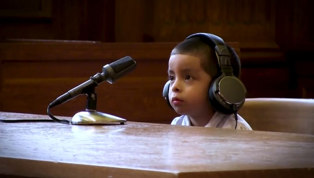 Un menor emigrante frente a un juez en EEUU