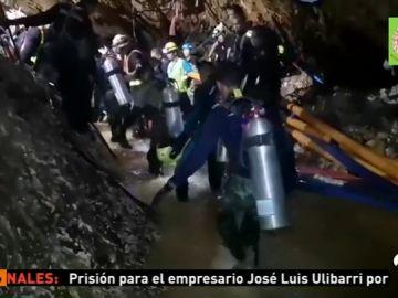 Muere un buzo en las tareas de rescate de los niños atrapados en la cueva de Tailandia