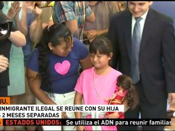 Una inmigrante ilegal consigue reunirse con su hija tras dos meses separadas