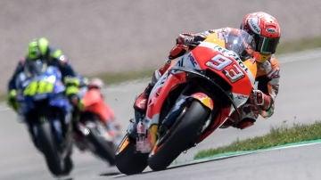 Marc Márquez traza una curva con su Honda en Sachsenring