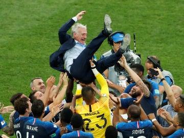 Selección francesa celebrando la victoria