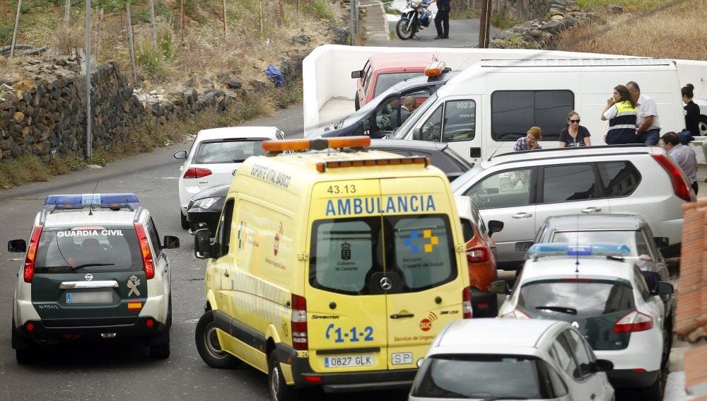 Agentes de la Policía Judicial de la Guardia Civil investigan el suceso