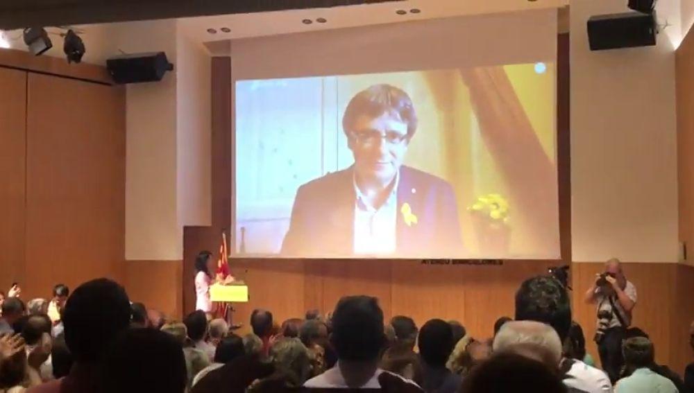 """Puigdemont propone constituir en otoño un """"movimiento por la república"""""""