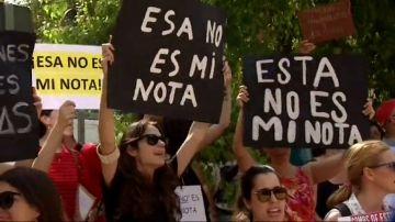 Los opositores para plazas en educación siguen su protesta por las bajas notas en los exámenes