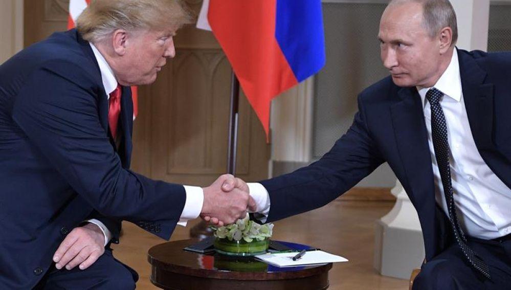 Los presidentes de EE.UU, Donald Trump y de Rusia, Vladímir Putin