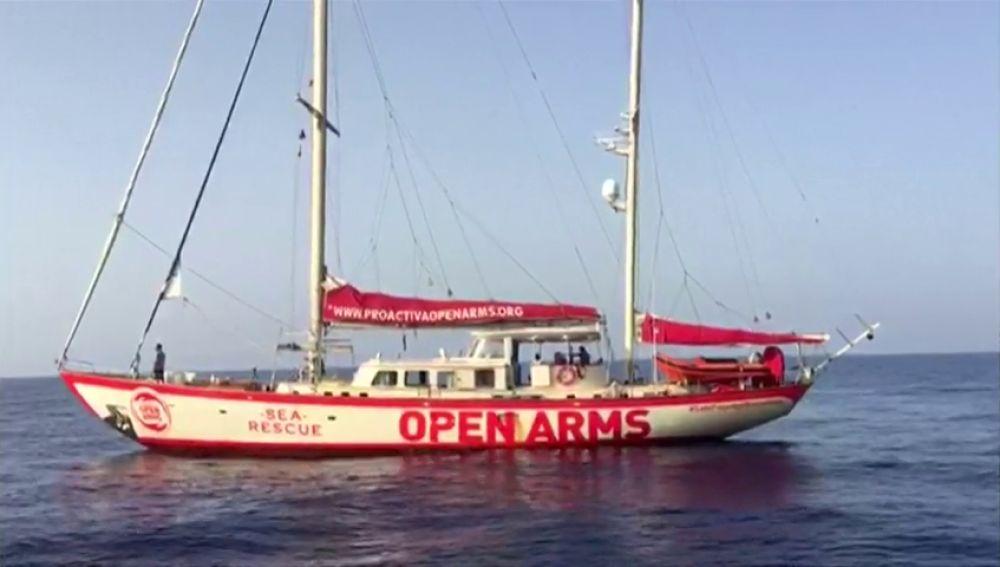 La ONG Open Arms encuentra un bote hundido con una mujer y un niño muertos y acusa a Libia de hundir el barco