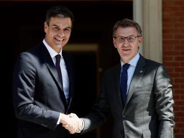 Pedro Sánchez y Núñez Feijóo se reunén en el Palacio de la Moncloa