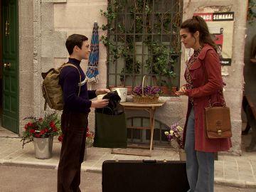 Vicky firma la autorización para que Victor viaje a Londres con su padre