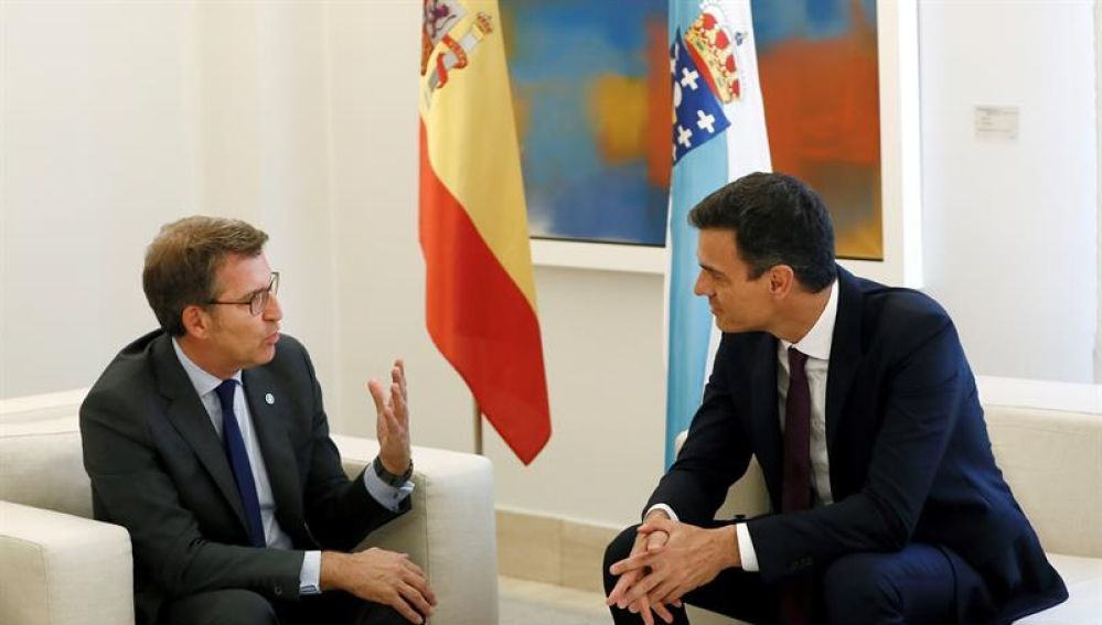 Pedro Sánchez y Alberto Núñez Feijóo se reúnen en Moncloa