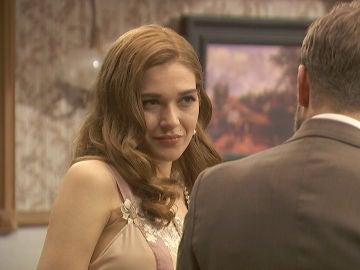 Prudencio encuentra a Julieta y Fernando coqueteando