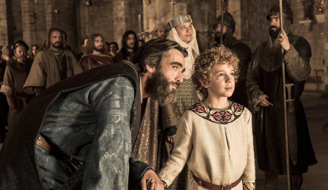 Arnau, acompañado por Mar y Bernat, inaugura el templo dedicado a su madre