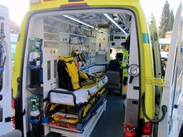 Imagen de una ambulancia en Ibiza