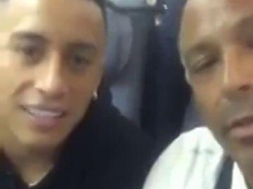 La agresión verbal de un aficionado al futbolista peruano Christian Cueva en su vuelo a Rusia