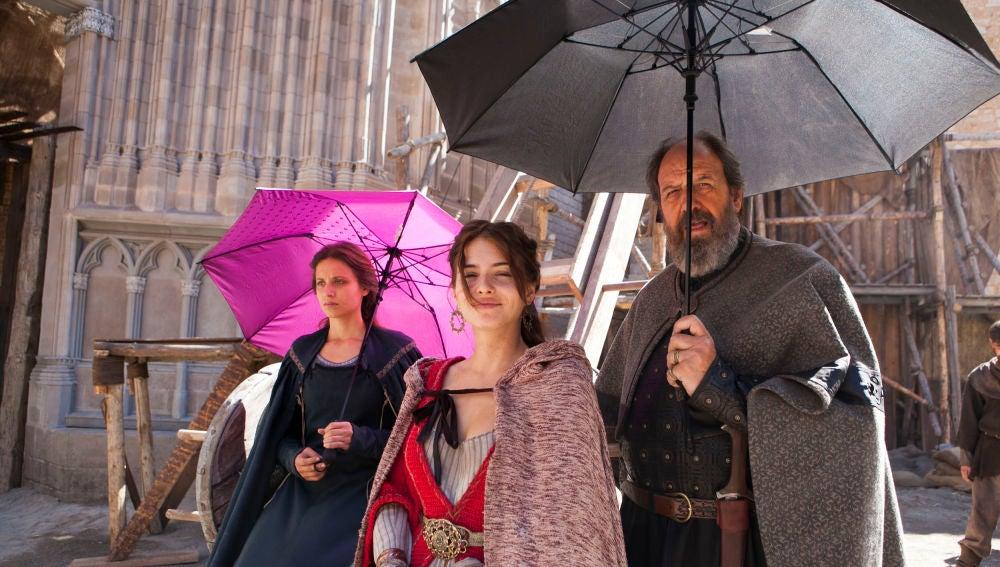 Michelle Jenner, Andrea Duro y José María Pou en Cáceres