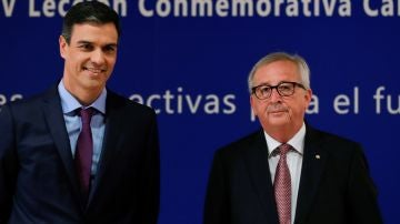 Sánchez pide a Juncker dejar claro a Trump que Europa no es enemiga de nadie