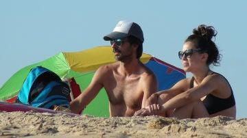 Hugo Silva y Marta Guerras en las playas de Cádiz