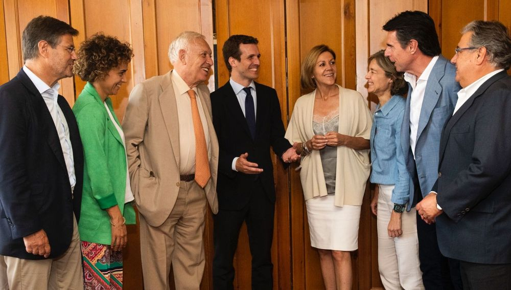 Los exministros de Rajoy con Casado
