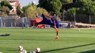 Oblak sorprende a todos con una espectacular chilena en el entrenamiento del Atlético de Madrid