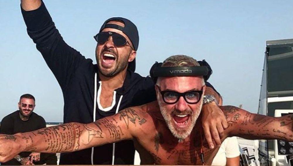 Luis Fonsi junto a Gianluca Vacchi en Ibiza