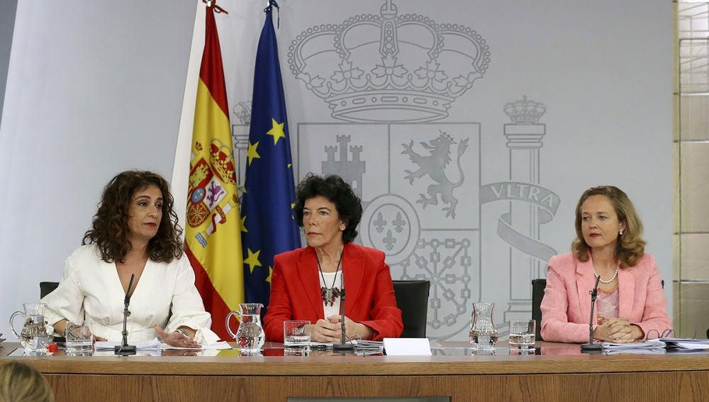 Las ministras Montero, Celaá y Calviño