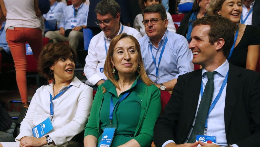 Los candidatos a presidir el Partido Popular Soraya Sáez de Santamaría y Pablo Casado