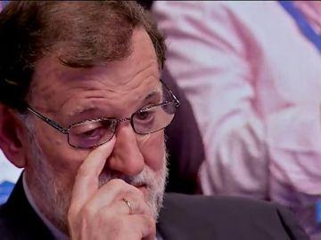 """Rajoy, visiblemente emocionado ante las palabras de Luis de Grandes: """"Hay muchas razones para agradecer lo que has hecho por España"""""""