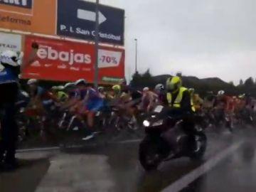 """El aguacero sorprende en la primera etapa de la XXVII Vuelta Ciclista """"Ciudad de Valladolid"""""""