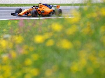 Fernando Alonso rueda con su McLaren