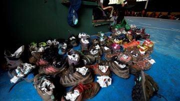 Vista de los zapatos de algunas de las 345 personas de Madrid y Valladolid