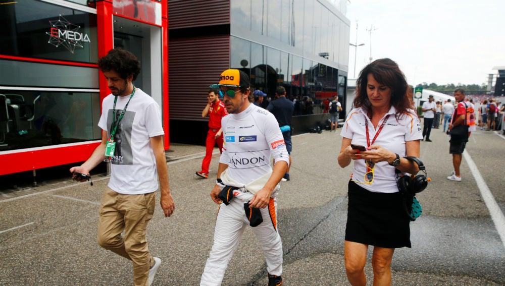 Fernando Alonso camina por Hockenheim