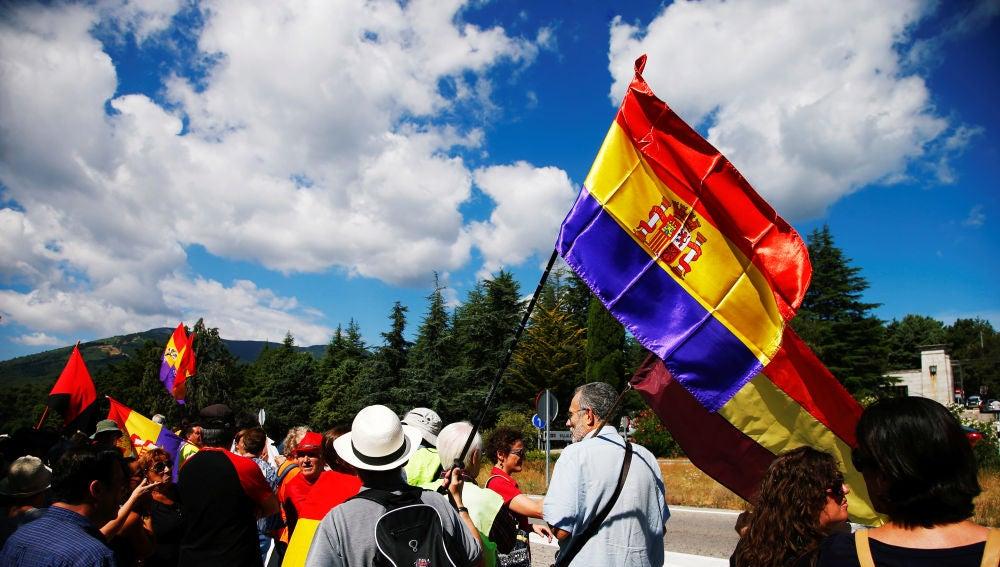 Imagen de los manifestantes en el Valle de los Caídos