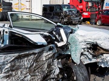 Vista de los dos vehículos implicados en un accidente de tráfico