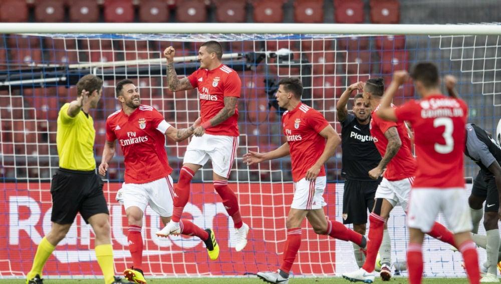 El Benfica celebra un gol contra el Sevilla