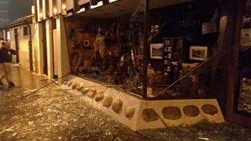Comercio afectado por la explosión pirotécnica en Cangas del Narcea, Asturias