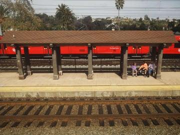 Imagen de un andén de una estación de tren