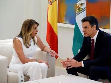 El presidente del Gobierno, Pedro Sánchez, y la presidenta de la Junta de Andalucía, Susana Díaz en La Moncloa