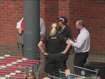 Cuatro detenidos en el Reino Unido por echar ácido a un niño de tres años