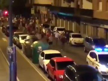 La policía se retira ante el acoso de unos jóvenes en Getxo