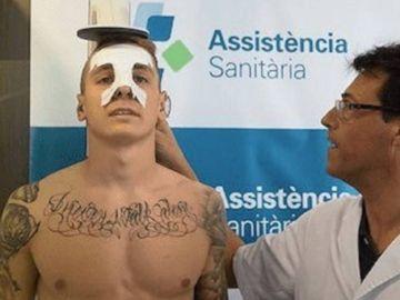 Lucas Digne, en un reconocimiento médico con el Barcelona
