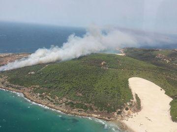 Incendio declarado en el paraje de Punta Camarinal en Tarifa